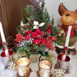 クリスマスの玄関飾りはトナカイサンタ登場‼️