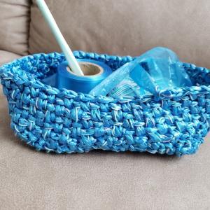 カゴバッグを編み始めました