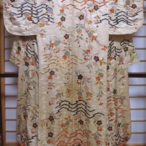 時代衣装 江戸の小袖2枚と白綸子手刺繍のハギレ お細工物に♪
