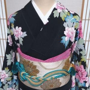 昭和レトロの中振袖 卒業式の袴やお祝い事などに!