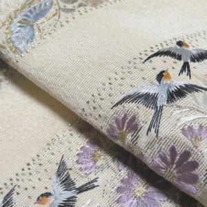 未使用で状態の良い アンティークの素敵な刺繍の半衿3種