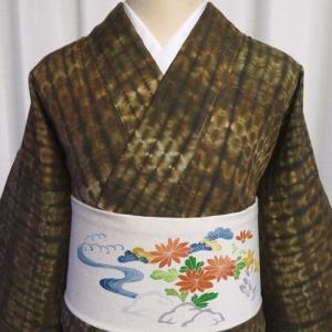 複雑な絞り柄が粋でかっこいい通好みの紬×紅型染めの縮緬地の帯