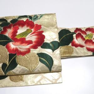 モダンでかっこいいアンティーク着物2点×重厚感のある刺繍の椿 アンティーク帯