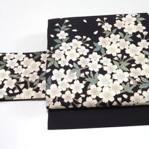 可愛い小花柄の江戸小紋×塩瀬に満開の桜 美しい手書き染めの名古屋帯