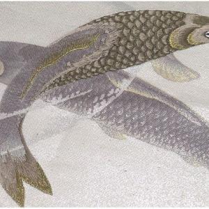 大きな流水に手刺繍の訪問着×美しい刺繍の鯉柄名古屋帯 明綴れ袋帯