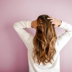 《硬くてうねる髪》買って良かったシャンプーやトリートメントをまとめて紹介《さらっとまとまる》