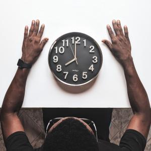 忙しい社会人の時間の作り方9選+α(外資系金融マンの筆者が実践)