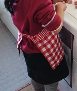 嬉しい!?料理の助っ人はまだ4歳(No.054)