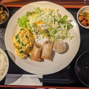 田町・芝公園:『亭久五』の名物一品ランチ:ニラ玉、春巻き、しゅうまいの定食