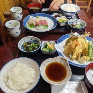 江の島・鵠沼海岸:ローカルに愛されている名店『ホノルル食堂』の地魚の天ぷら定食と刺身定食