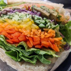 田町:『ビジネスエアポート田町店』の野菜サンドをいただく