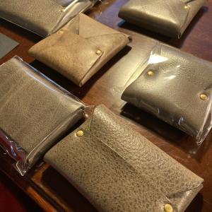 お財布、どんなモノ使ってますか?究極のシンプルを追求したお財布のサロン訪問