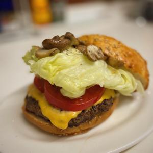 今宵のごはんは定番化か?ハンバーガー