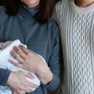 可愛い赤ちゃんを抱っこしました