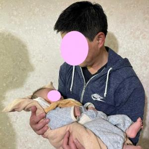 パパの初めての抱っこ