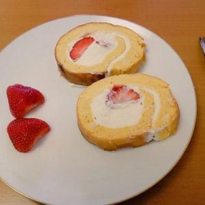 ベーキングパウダー不使用でもふんわり♪イチゴのロールケーキ