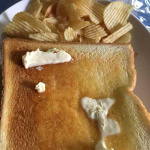 朝食と昼食