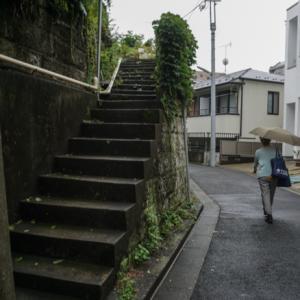 07.08 雨の日、坂道