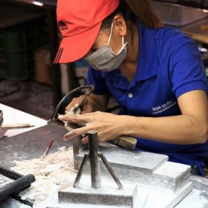 ホーチミンの螺鈿(らでん)細工の工場に潜入!職人さんに貝殻の高級伝統工芸品の作り方を教えてもらいました【ベトナム旅行】