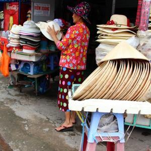旅行中の暑さ対策に必須の帽子|持ち運びが大変だけど日本から持っていく?それとも現地で買う?ズバリおすすめは…【海外旅行】