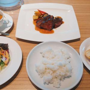 金沢駅そばのクラウンプラザホテル内【カスケイドダイニング】ステーキ食べ放題ランチ