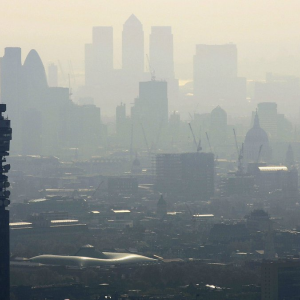 ロンドンの空気を吸うと、年間150本喫煙するのと同じ?
