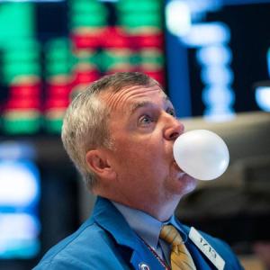コロナでどん底の米経済、でも株式市場は好調の怪