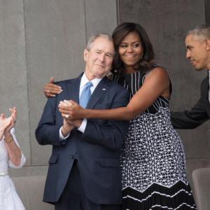 ミッシェル・オバマと、ジョージ・ブッシュの間の友情