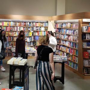 コロナ下の米国で、紙の本を読む人が急増