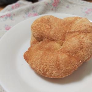 「パンのふりして…」のドーナツっぽいパン