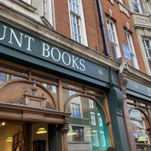 美しい本屋、お土産のトートバッグも人気 Daunt Books (Daunt Book Store)