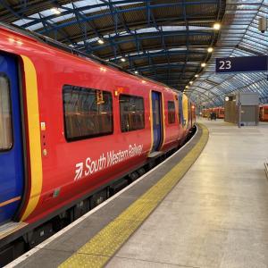 ロンドンの私鉄 South Western Railway オイスターカードは?乗り方は?