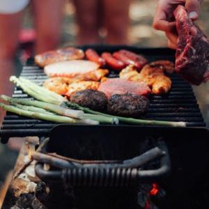 キャンプの定番料理と言えばバーベキュー!!BBQの差し入れで喜ばれるものと差し入れ時の注意点