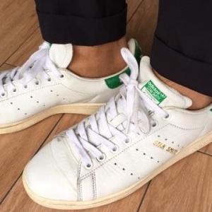 【アディダス】スタンスミス(白×緑)のメンズ向けコーデやサイズ感をレビュー