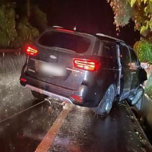 iKONジナン&ジュネ、雨の中で車が滑り交通事故。運転手が飲酒をしていたことが判明