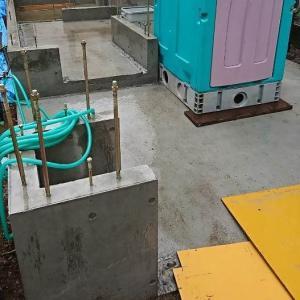 基礎工事 コンクリートの型枠が外れ全貌が明らかに。