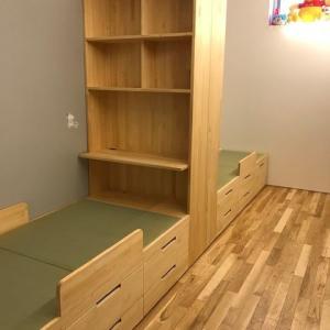 子ども用・パイン材を使った本棚と収納付き畳ベッド