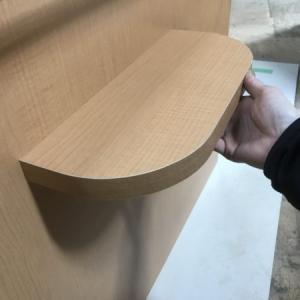 あると優しい受付レジカウンターのインロー式荷物置き棚製作事例