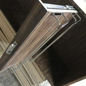 スライド棚式ワイングラスホルダー付き収納棚オーダー製作事例
