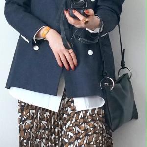 50代 ファッション 紺ブレコーデ