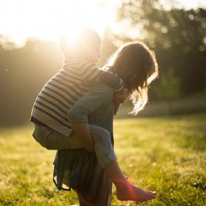 子どもは「褒める」のではなくて…。~横の関係を作ろう~