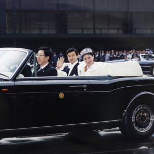 【悲報】天皇夫妻、特別列車に新型センチュリーで、警察に