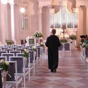 ユーミンが書いた逆バージョンの歌「別れた男が結婚式に押しかけてきて…」