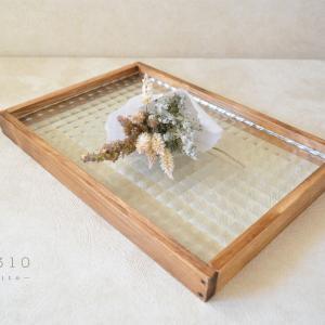 国産ひのきとレトロガラスのシンプルカフェトレイ(チェッカーガラス)
