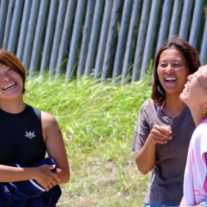 海上がり素敵すぎる三人の女性 笑顔が可愛い