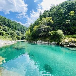 汗見川の川遊びポイント シュノーケリング 岩から飛び込み