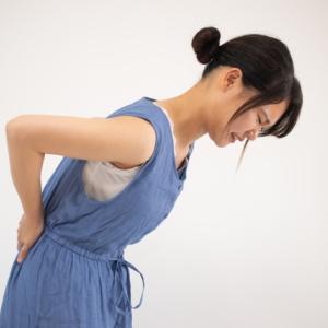腰ヘルニアが劇的に楽になるツボ。痛みを忘れてスイスイ動ける【お灸ケア】
