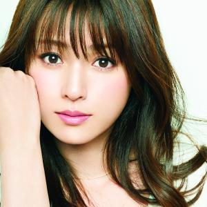 【女優】深田恭子さん、サーフィン姿がカッコいいと話題