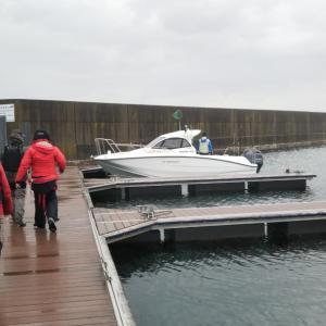 ゲリラ豪雨の噴火湾へ船釣り~カレイ戦