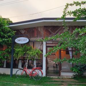 マッサージスクール近くのお洒落カフェ【SUKHUM CAFE】サンパトーン